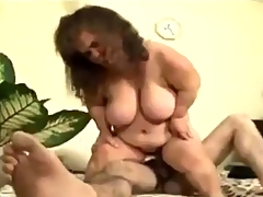 Mature chubby Midget gets some Action